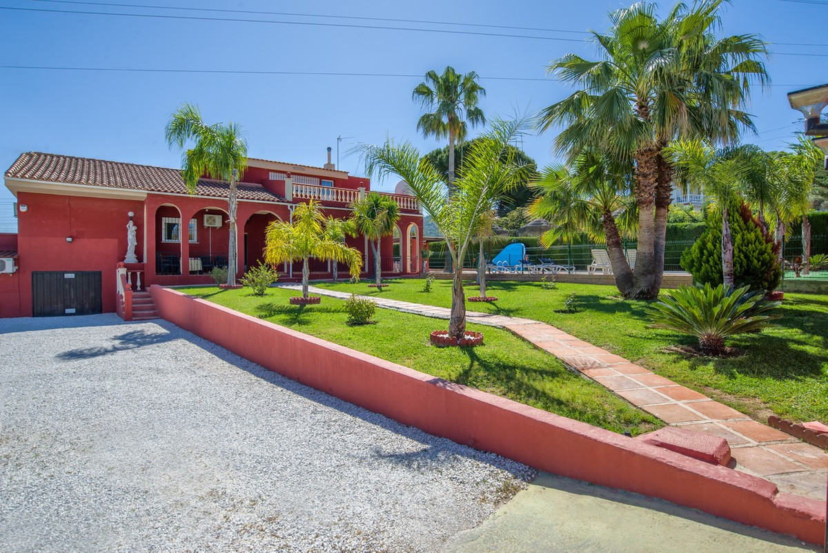 This 5 bedroom villa with self-contained 2 bedroom bungalow are located on a large (almost 1,500 m2),Spain