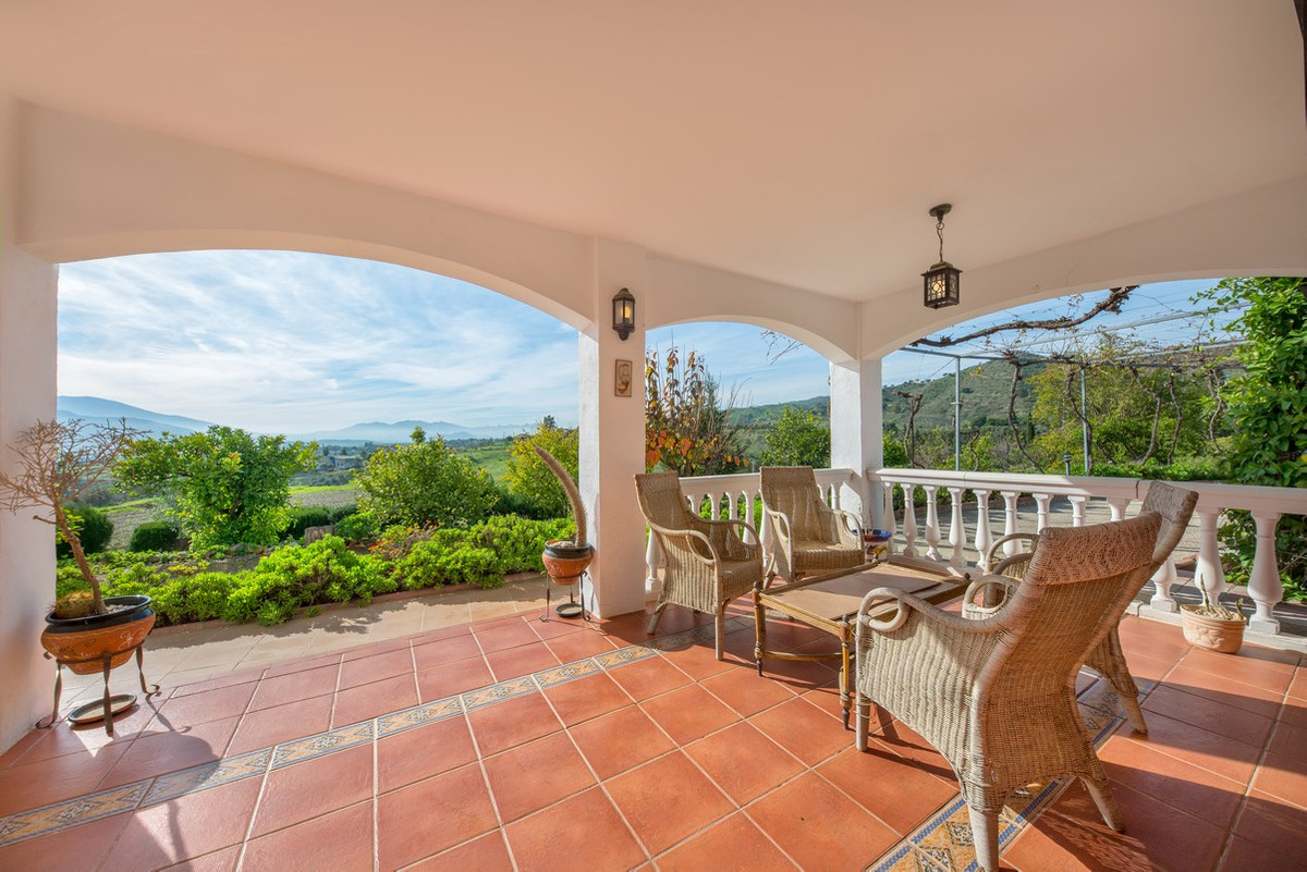 This attractively priced country villa is located in the beautiful hills of Andalusia, just a 5 minu,Spain