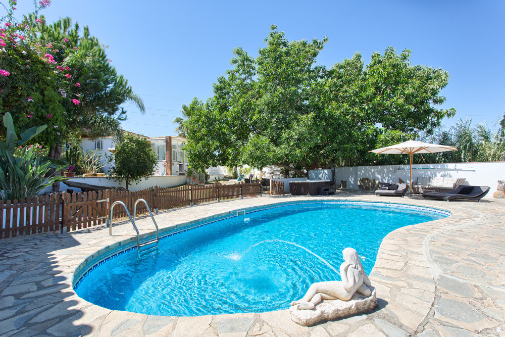 PRICE REDUCED from € 499,000 to € 419,000 and now to just € 390,000 for a quick sale! ----- This spa, Spain