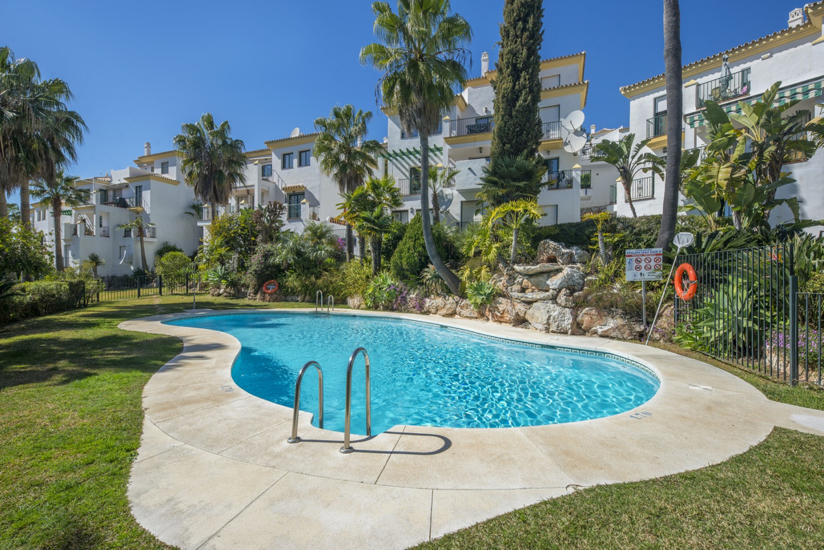 This attractive south oriented apartment is located on the outskirts of Alhaurin el Grande in the ga, Spain