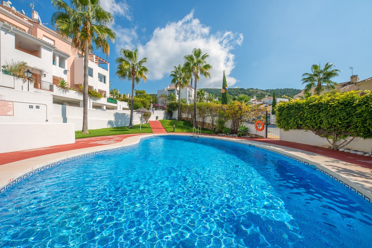 This attractive modern apartment is located in the lower part of Alhaurin Golf. It offers 3 bedrooms,Spain
