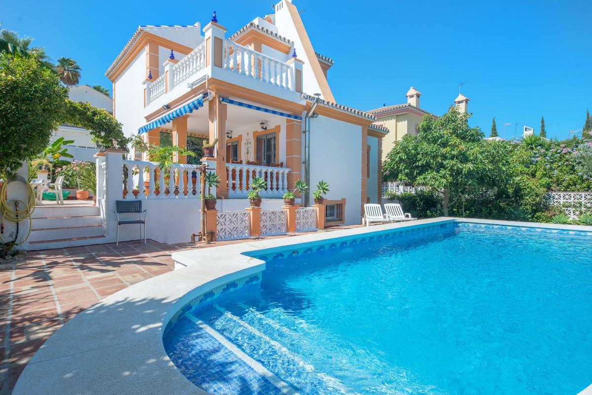 PRICE REDUCED from € 650,000 ---- This spacious 4 bedroom villa is located in a quiet street just a , Spain