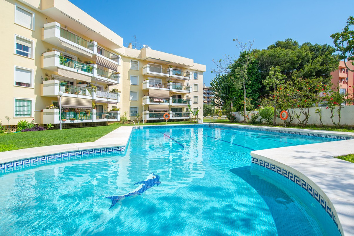 This spacious 3 bedroom apartment is located a 5 minute walk from the famous Calle San Miguel shoppi, Spain