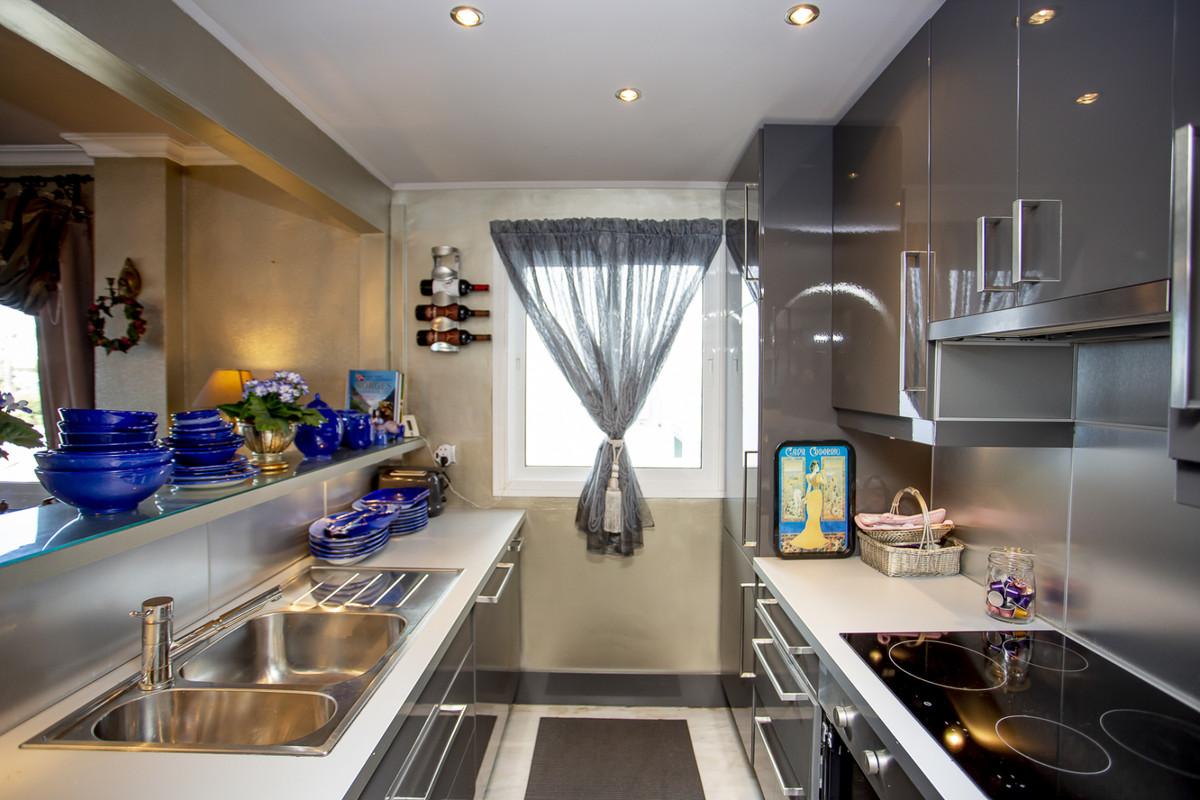 Apartment Middle Floor Calahonda Málaga Costa del Sol R3561124 8