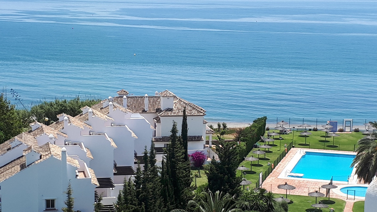 Fabulous 3 bedrooms 3 bath south facing DUPLEX PENTHOUSE FRONT LINE BEACH with unobstructed sea view, Spain
