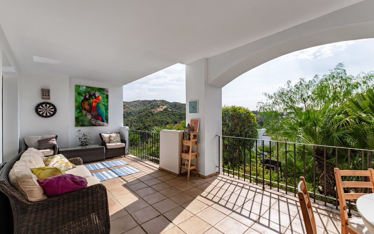 Beautiful south facing apartment with green views to the mountains, gardens and a small lake in Alto,Spain