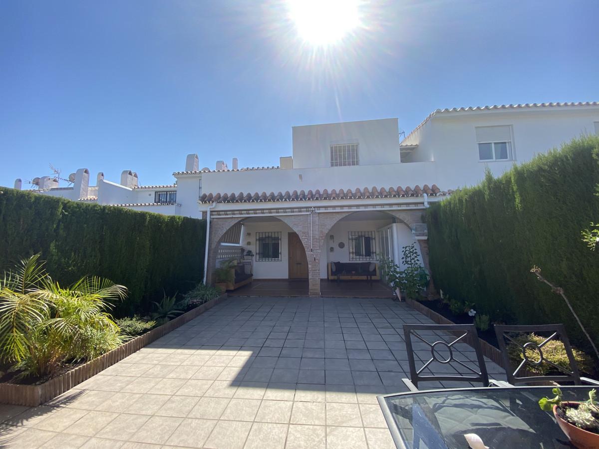 Marbella Banus Adosado en Venta en Atalaya – R3682214