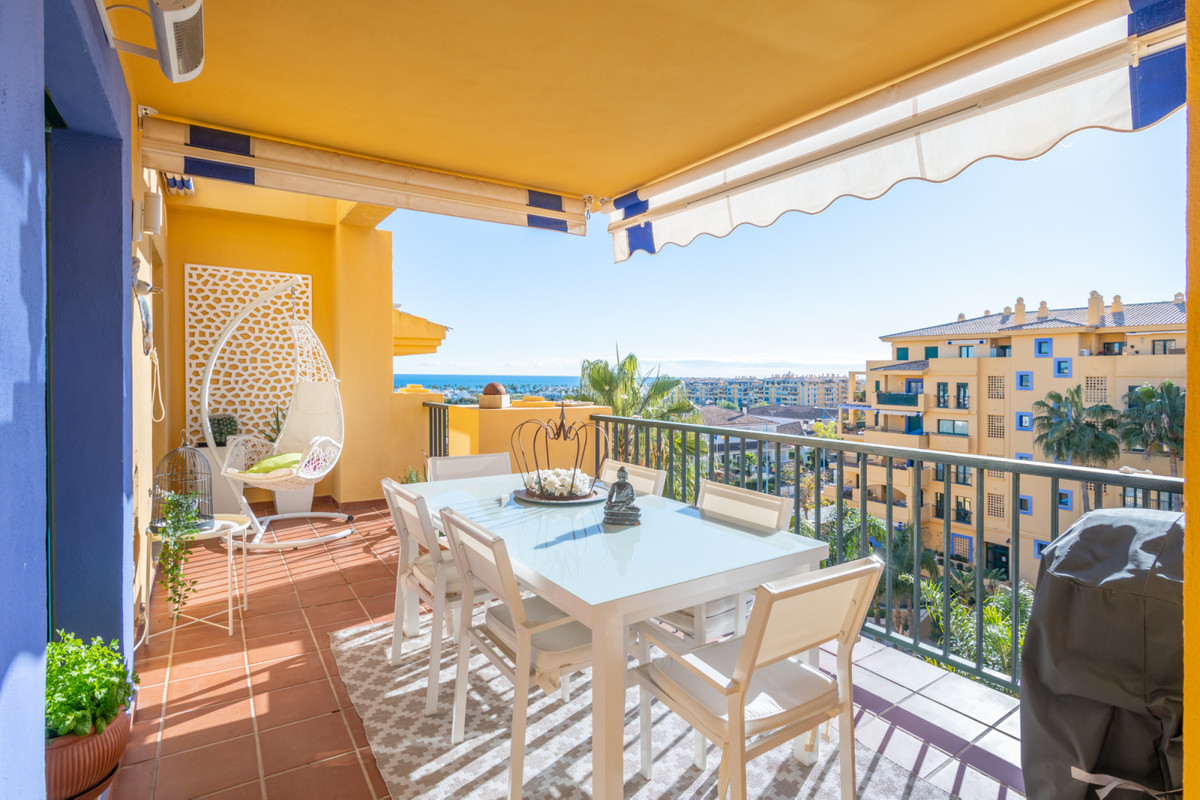 One of the best apartments in the complex! Beautiful south-west facing apartment high up in the buil,Spain