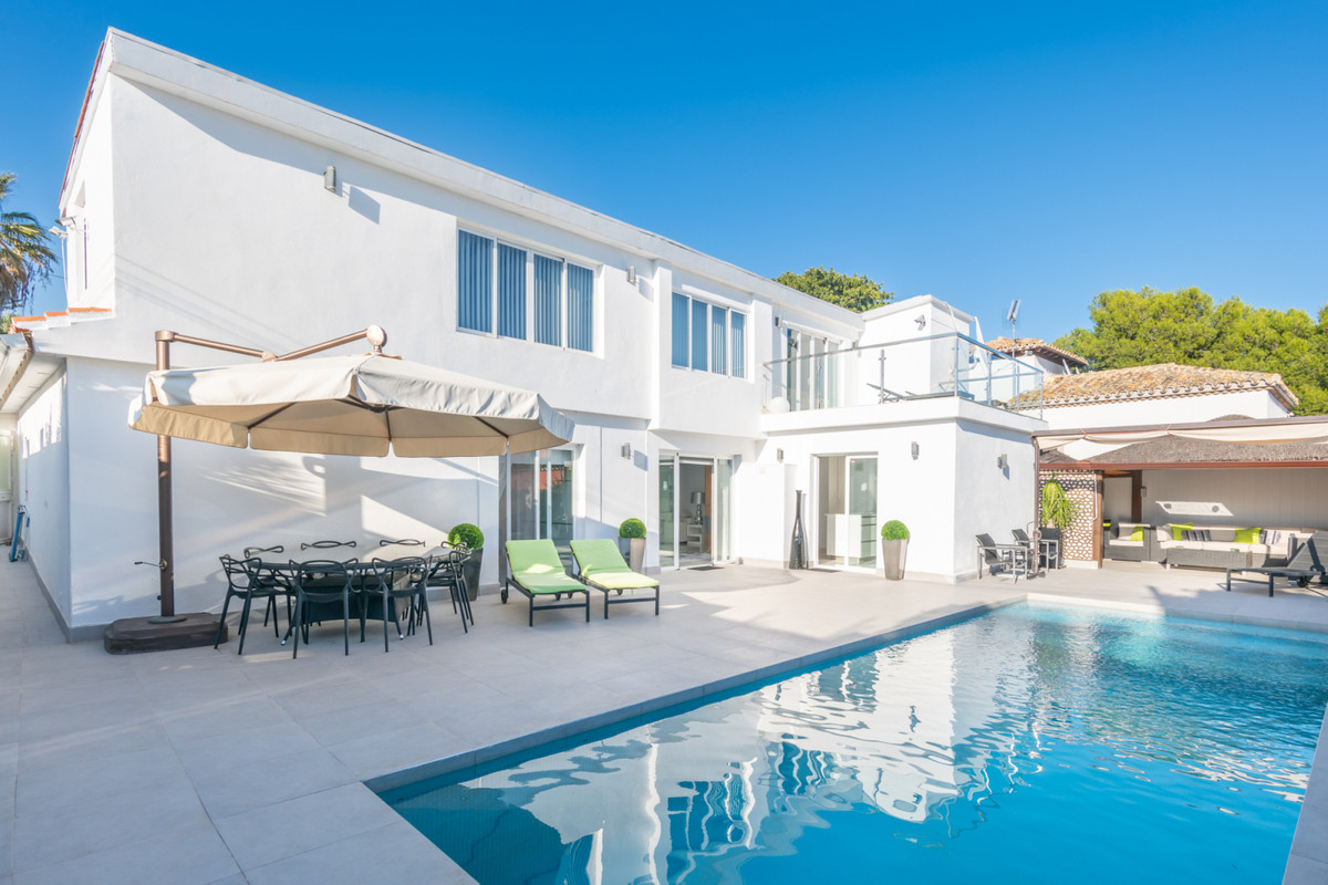 Marbella Banus Villa en Venta en Nueva Andalucía – R3745777