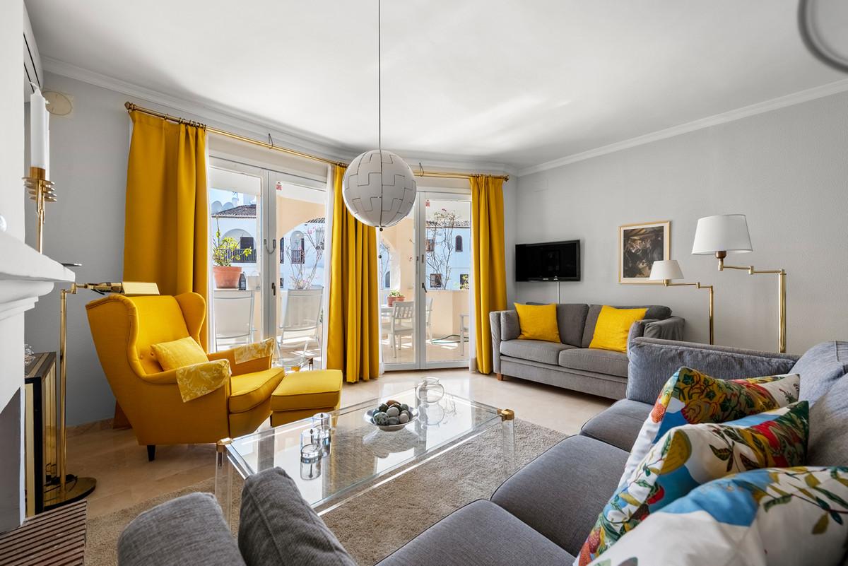 Apartment Middle Floor in El Paraiso, Costa del Sol