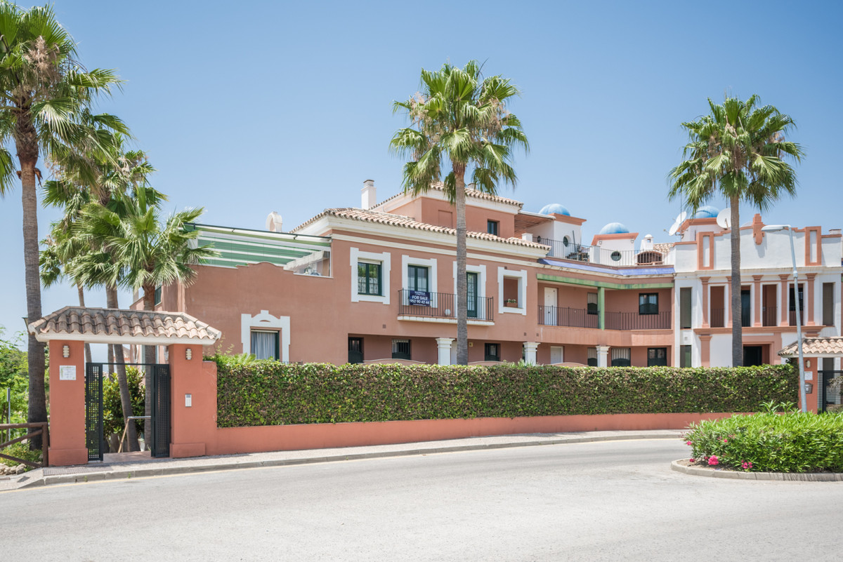 Recently renovated apartment at a very reasonable price! This apartment complex is located just 2 mi,Spain
