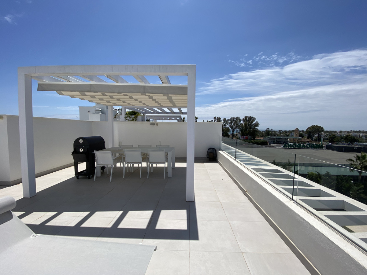 Stunning contemporary penthouse apartment with sea views, located in a recent (2017) built complex o,Spain