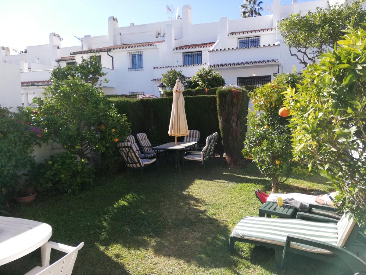 Marbella Banus Adosada en Venta en Atalaya – R3557353