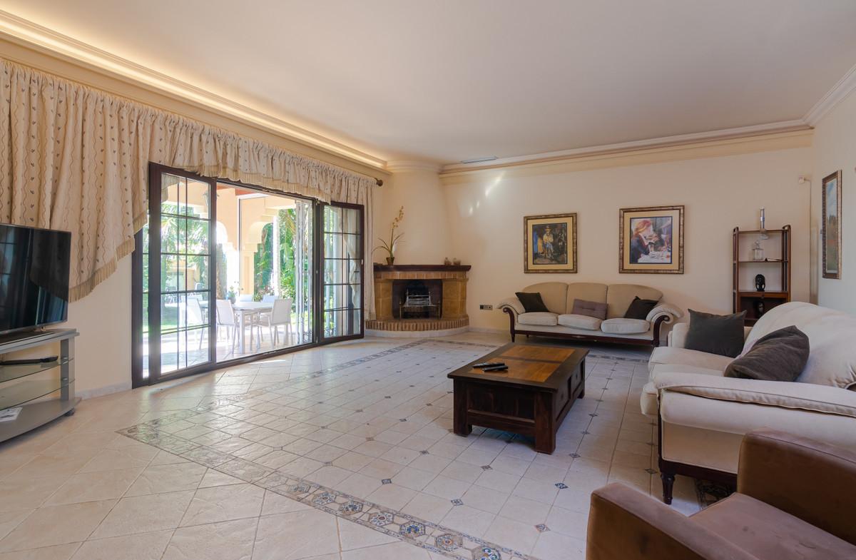 Villa – Chalet en Venta en Cortijo Blanco – R3596876