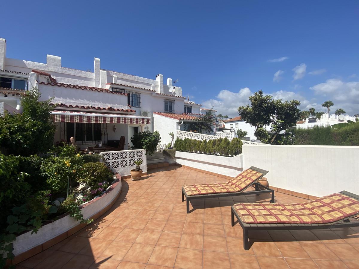 Marbella Banus Adosado en Venta en Atalaya – R3922585