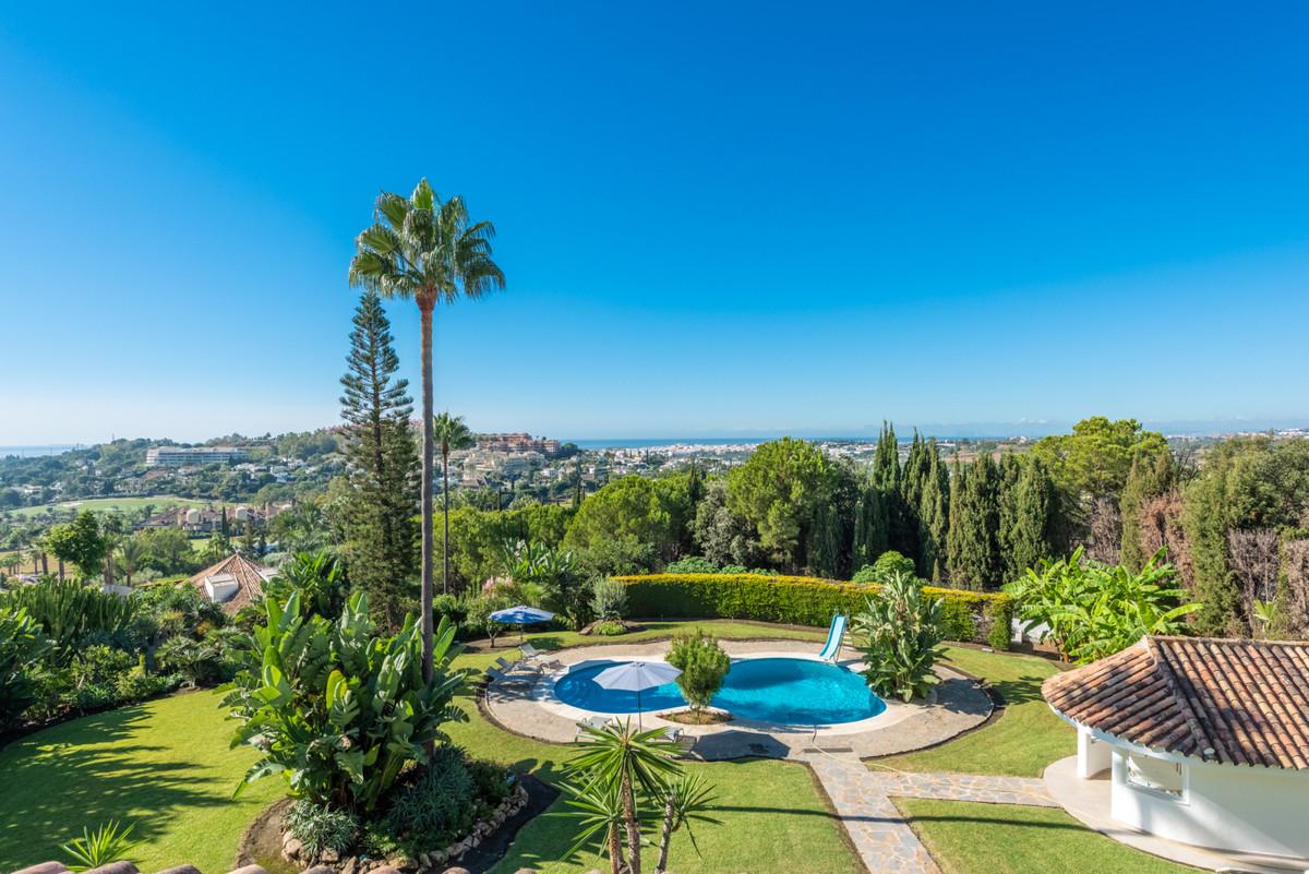 Detached Villa for sale in Nueva Andalucía R3916621
