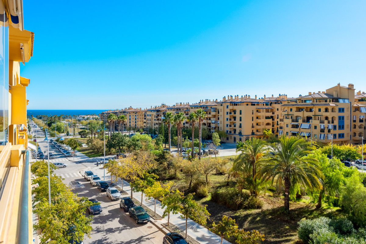Fantastic large urban apartment situated on the beachside of San Pedro centre. Situated on the third,Spain