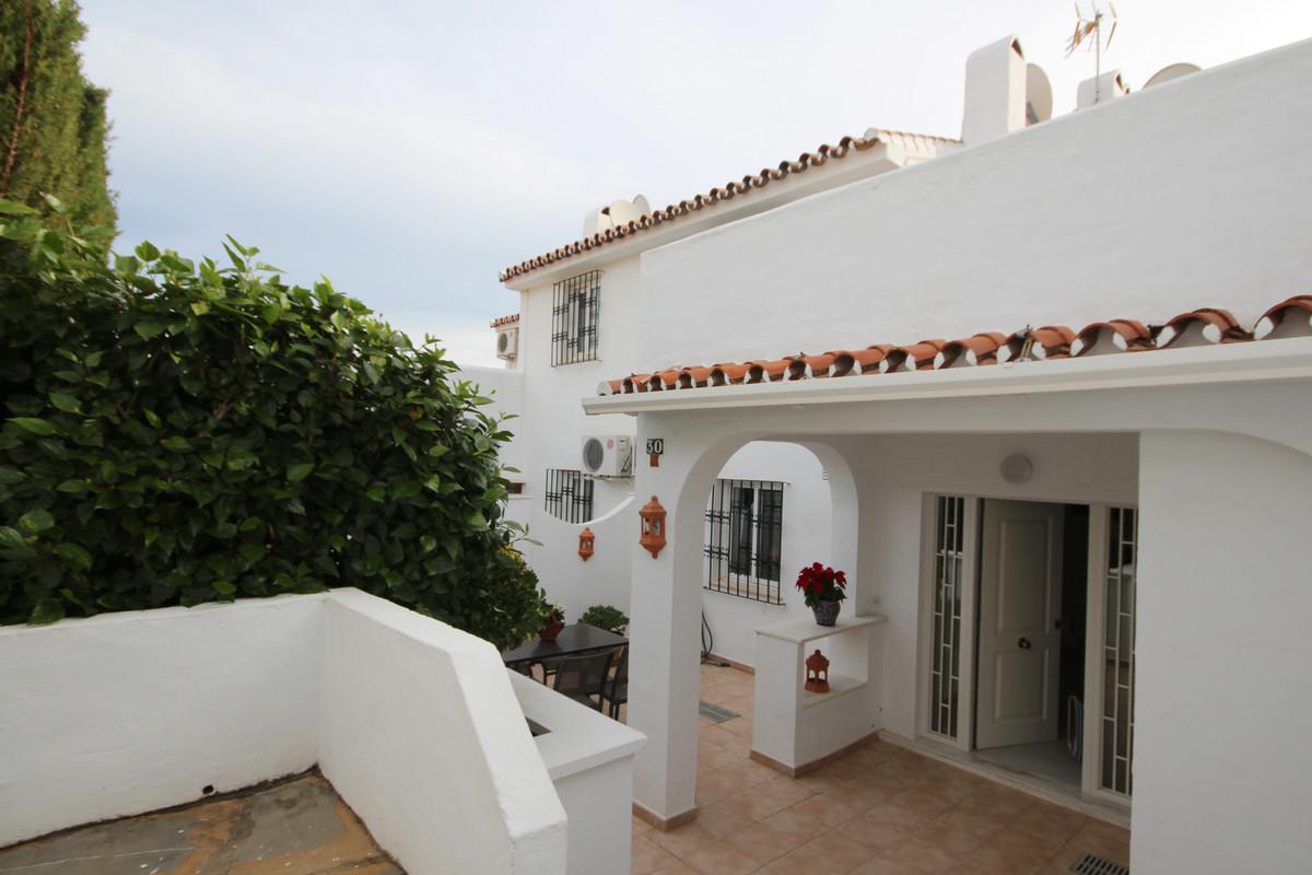 Marbella Banus Adosado en Venta en Atalaya – R3549835