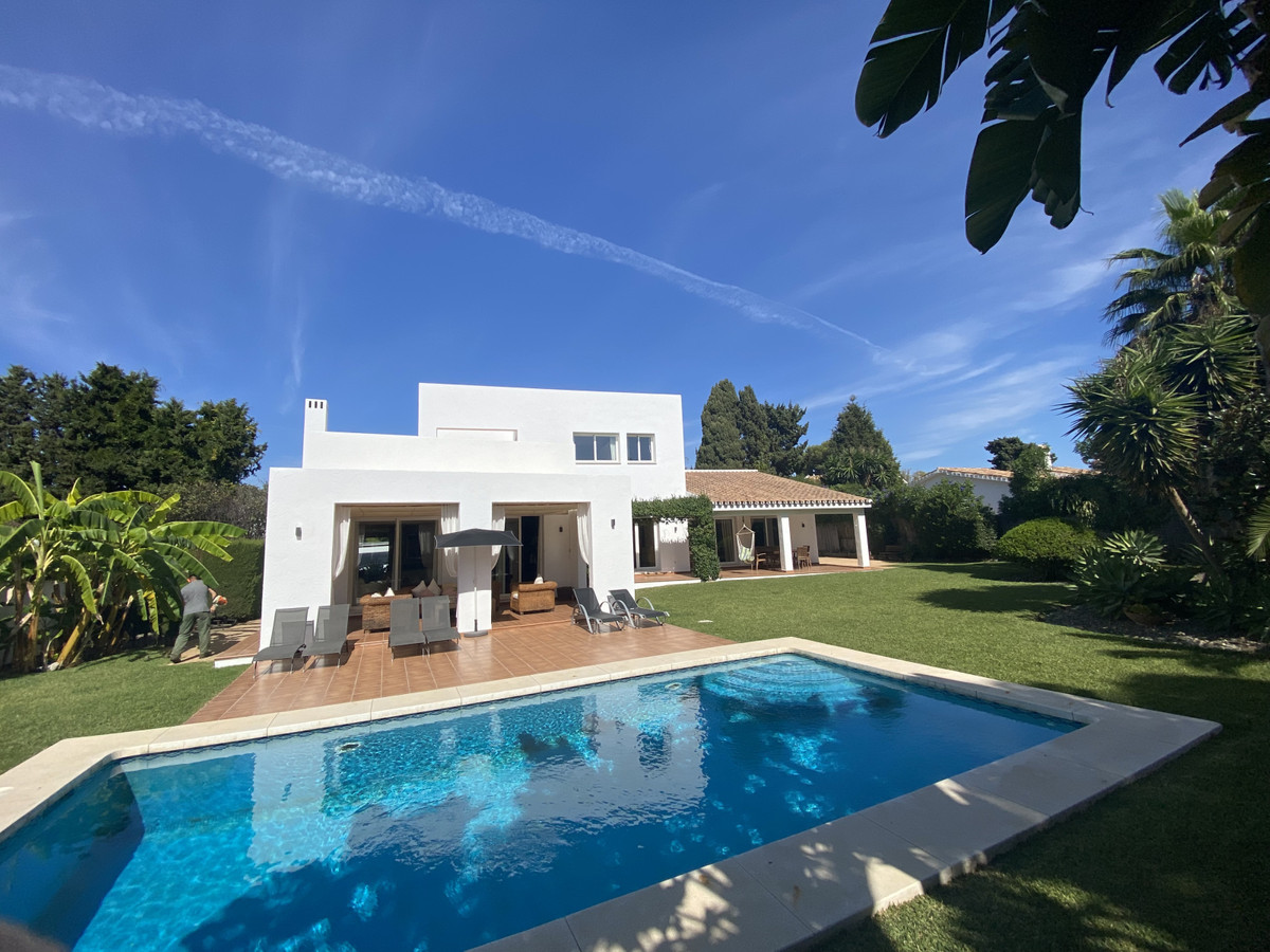 Villa  Detached for sale  and for rent  in Atalaya