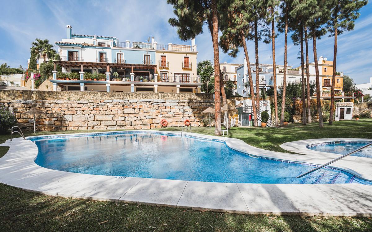 Marbella Banus Adosada en Venta en The Golden Mile – R3761344