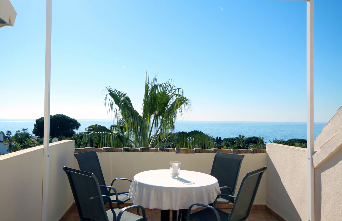 A spacious, modern, beachside townhouse located in the much sought after urbanization of Playas Del ,Spain