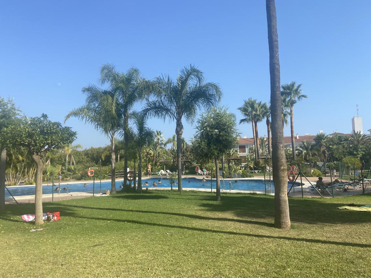 Marbella Banus Apartamento en Venta en Atalaya – R3893905