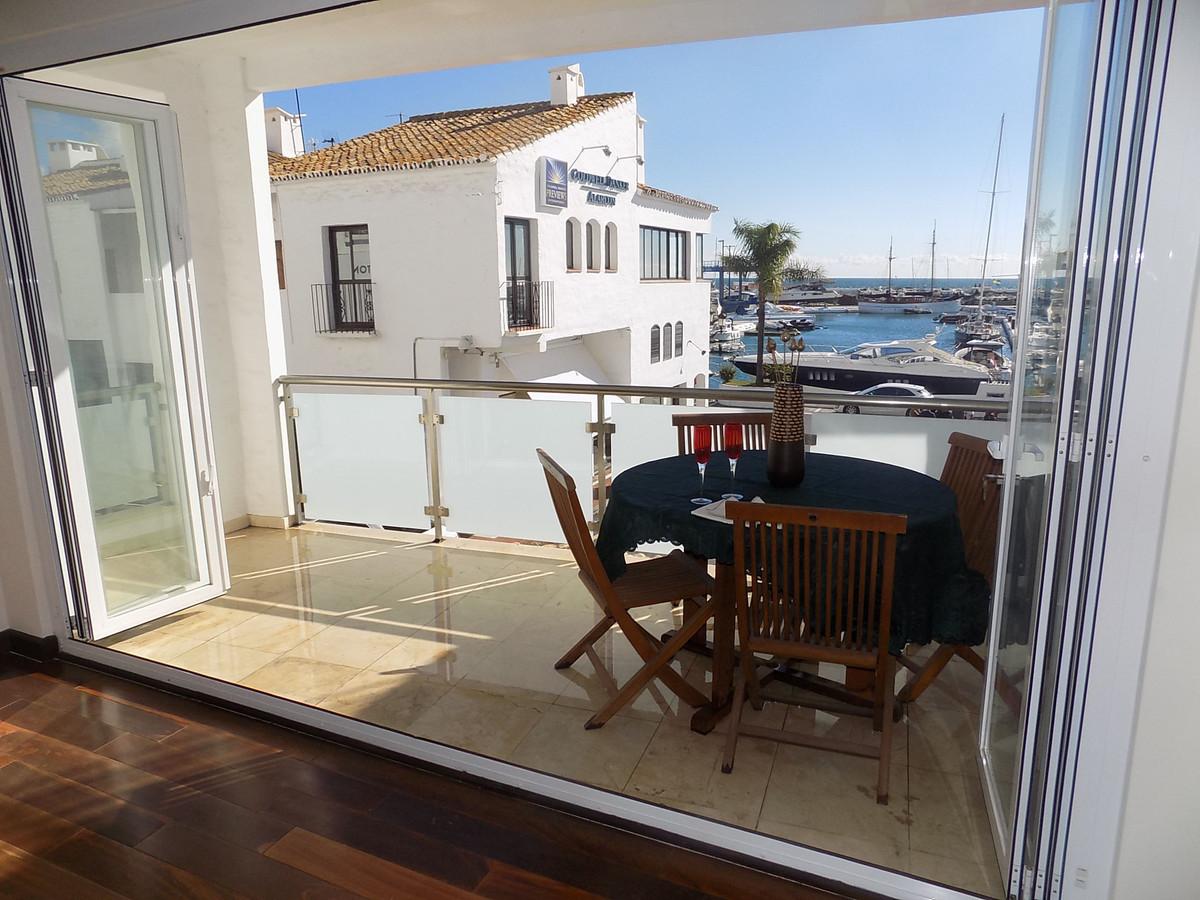 Marbella Banus Apartamento Planta Media en Venta en Puerto Banús – R743878