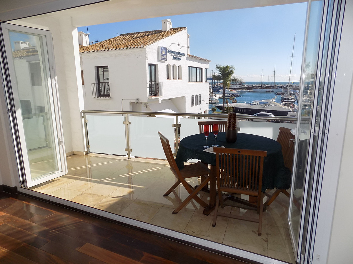 Middle Floor Apartment for sale in Puerto Banús R743878