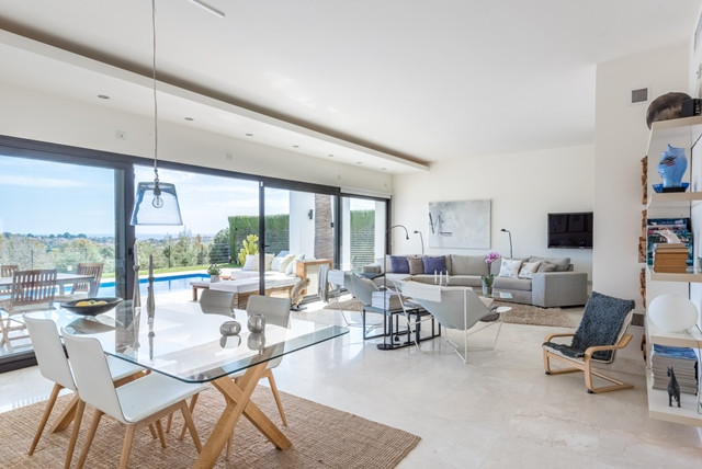 Contemporary style villa built  10 years ago with stunning views located in Atalaya - El Paraiso are,Spain