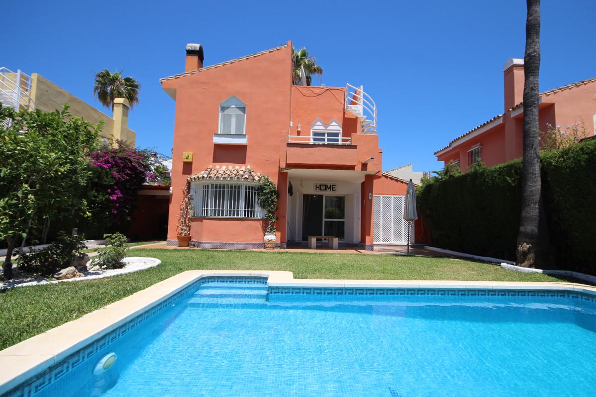 Marbella Banus Villa en Venta en Atalaya – R3444097