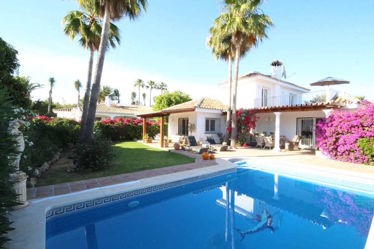 Charming villa in the lovely area El Pilar with short walking distance to shops, restaurants and to , Spain
