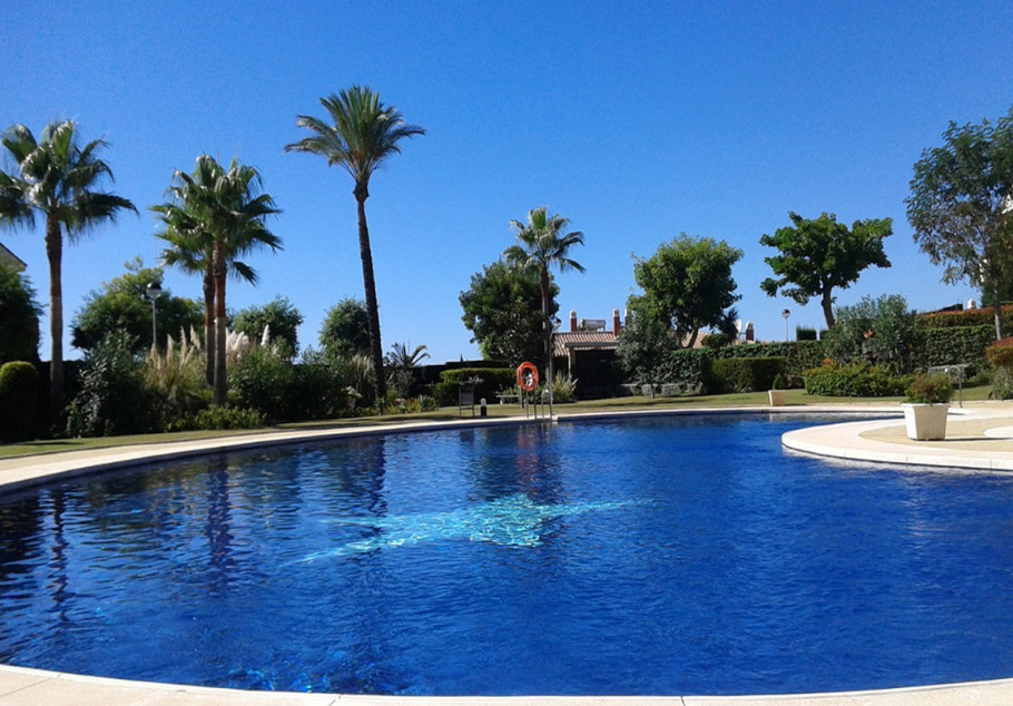 Superb 2 bedroom ground floor apartment located in a gated urbanization with 24/7 security, 2 swimmi,Spain
