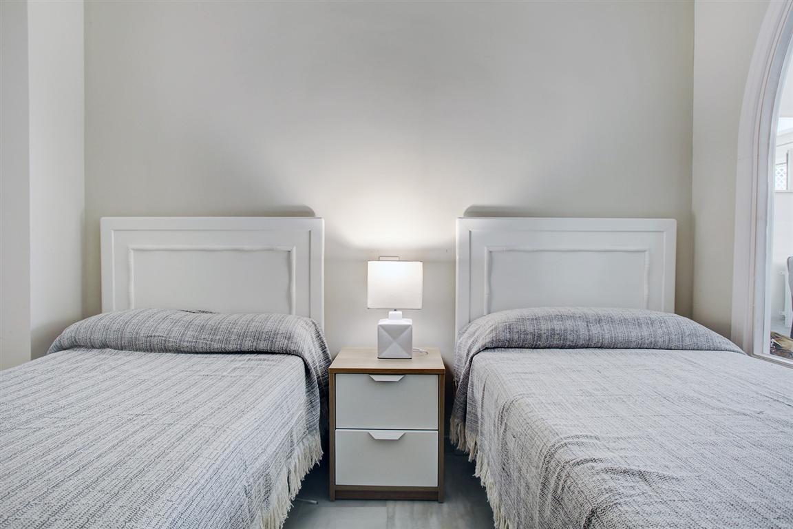 Apartamento Planta Media en Venta en Puerto Banús – R3222655
