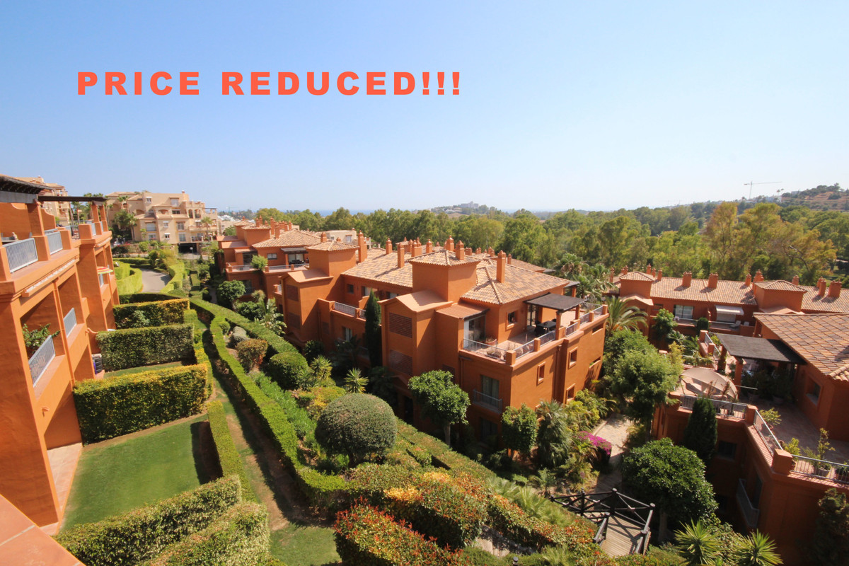 Unique and upgraded penthouse all on one level! Located in one of the best blocks within the complex,Spain