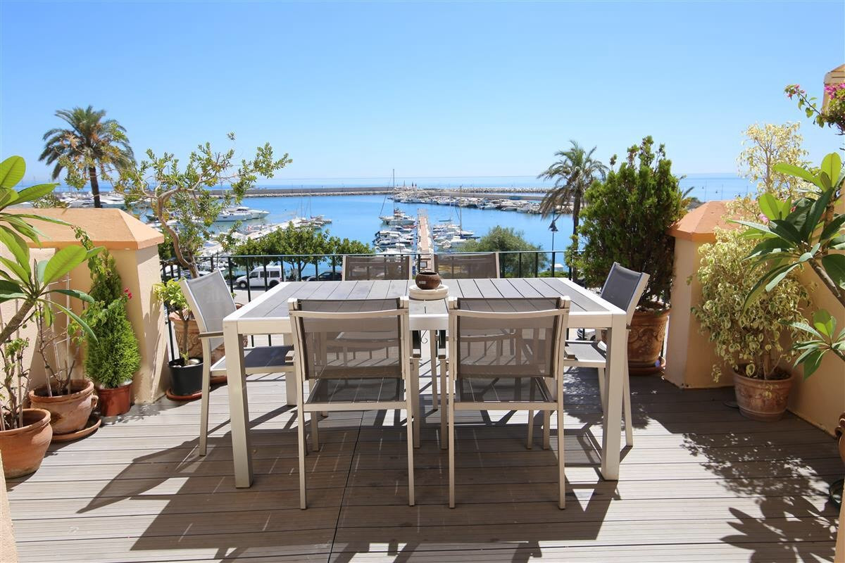 PRICE LOWERED - GREAT OPPORTUNITY!  Lovely penthouse built over 3 floors, situated within the exclusSpain