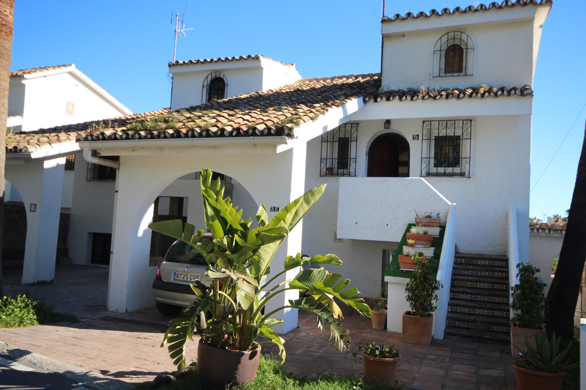 Charming Townhouse, next to Atalaya Golf course. Entering the house by going up a few steps you have,Spain