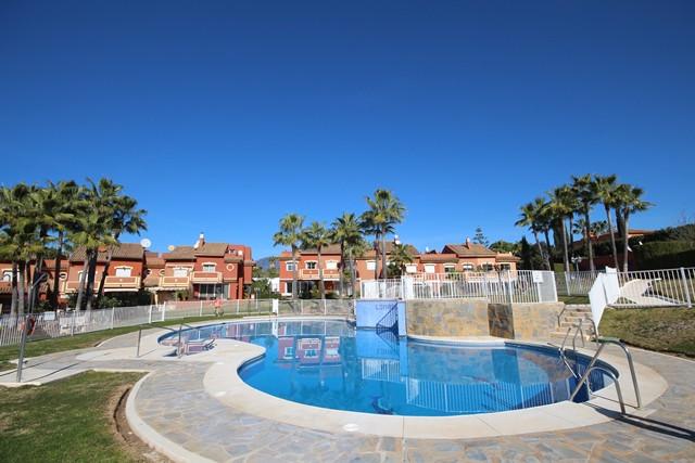 Marbella Banus Adosada en venta en Atalaya – R3298870