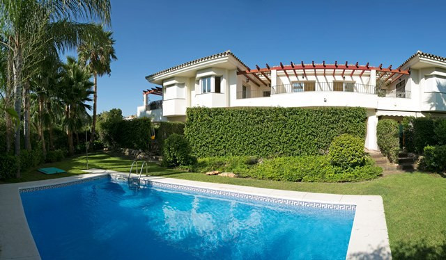 Monte Biarritz, nice 3 bedroom townhouse with 2 bathrooms and toilet. Built on three floors, on main, Spain