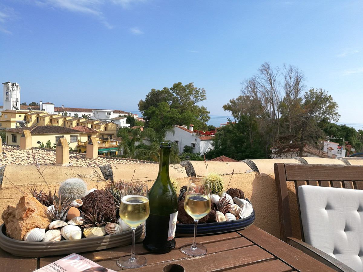 BEACHSIDE MARBELLA!! Charming south facing duplex penthouse with sea views located in a well maintai,Spain