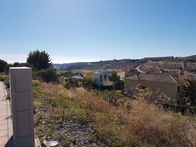 R3016283 | Residential Plot in Estepona – € 79,000