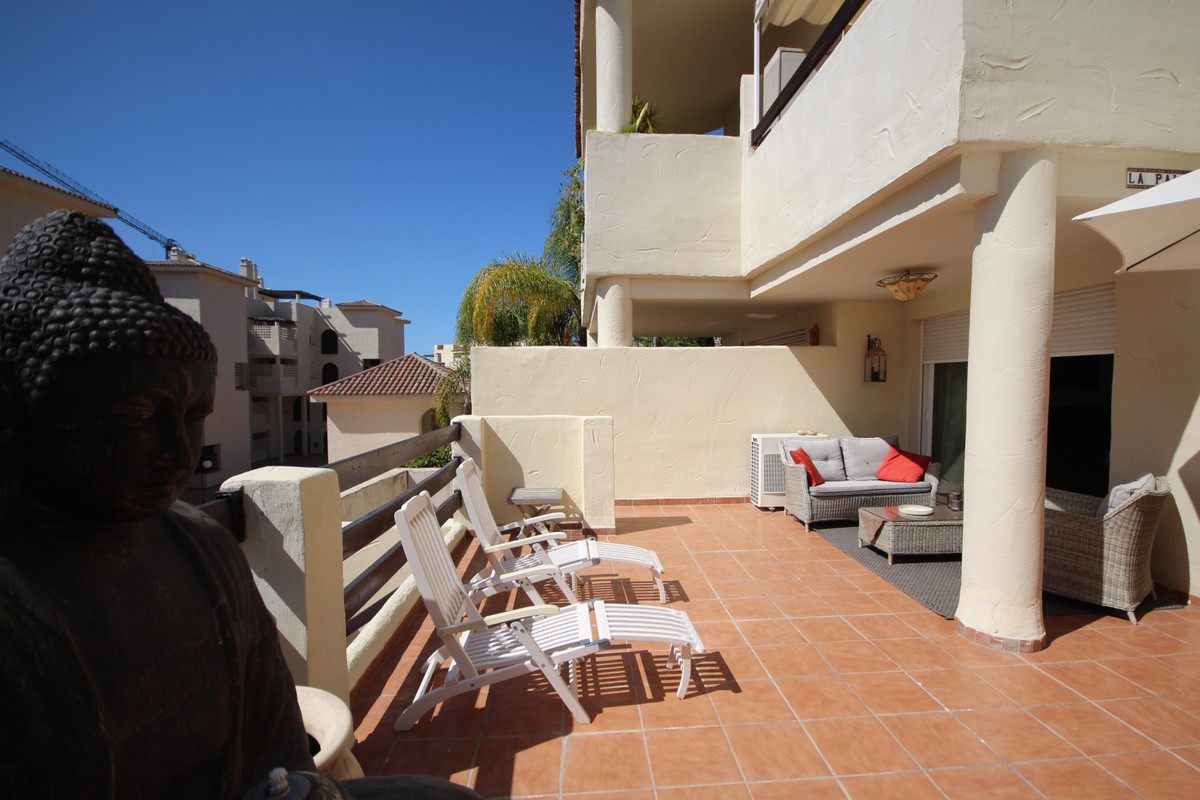 Modern apartment in a gated community in the El Campanario area. Accomodation is distributed over 2 ,Spain