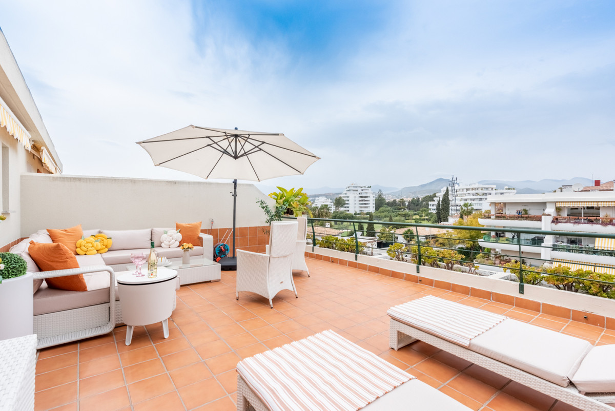 Lovely duplex penthouse with various terraces, located in the established and popular Campos de Guad, Spain