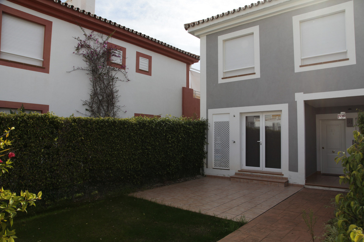 3 bedrooms townhouse in a gated community with short walking distance to Diana Park, Cortijo del Mar,Spain