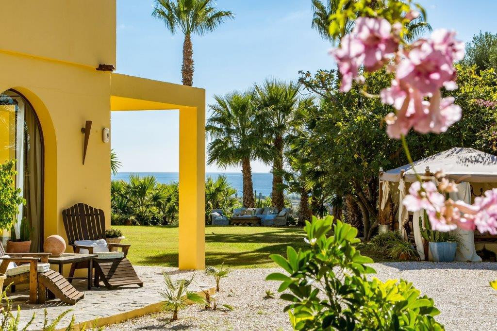 This is the most adorable country villa for sale in Estepona. From the moment you enter the property, Spain