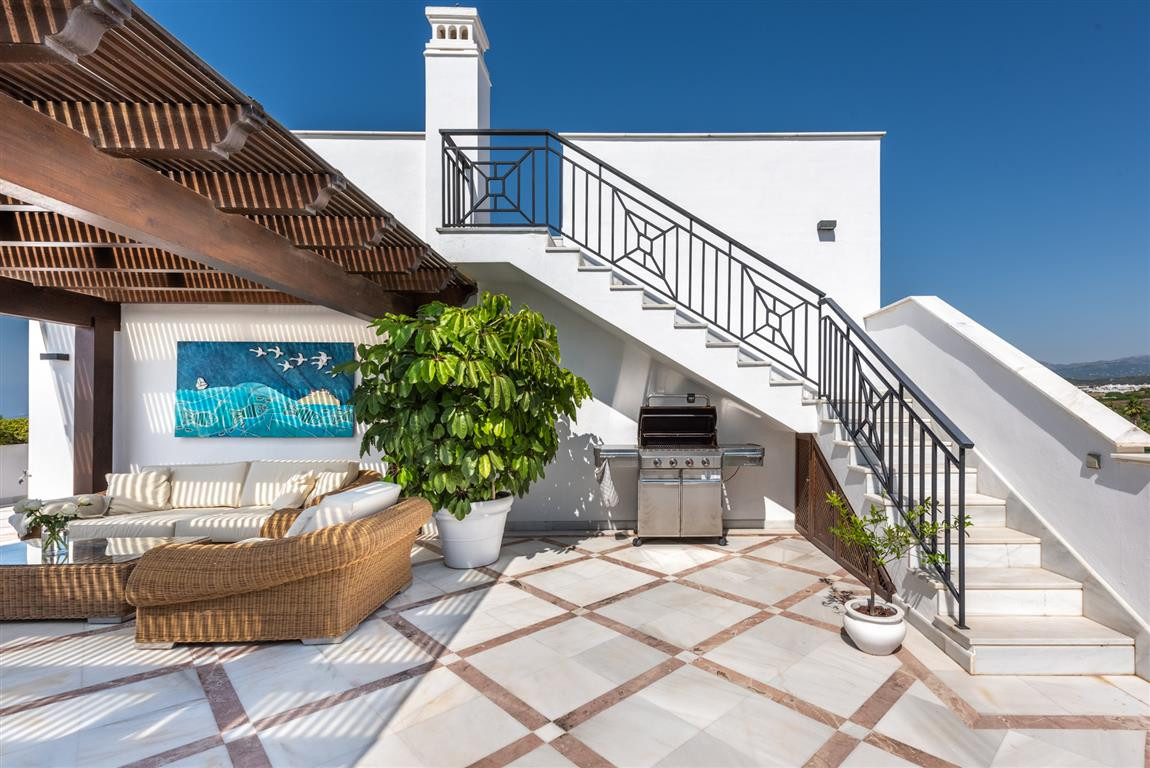 Fabulous penthouse with panoramic views in the most luxurious beachfront urbanisation in Estepona! T,Spain