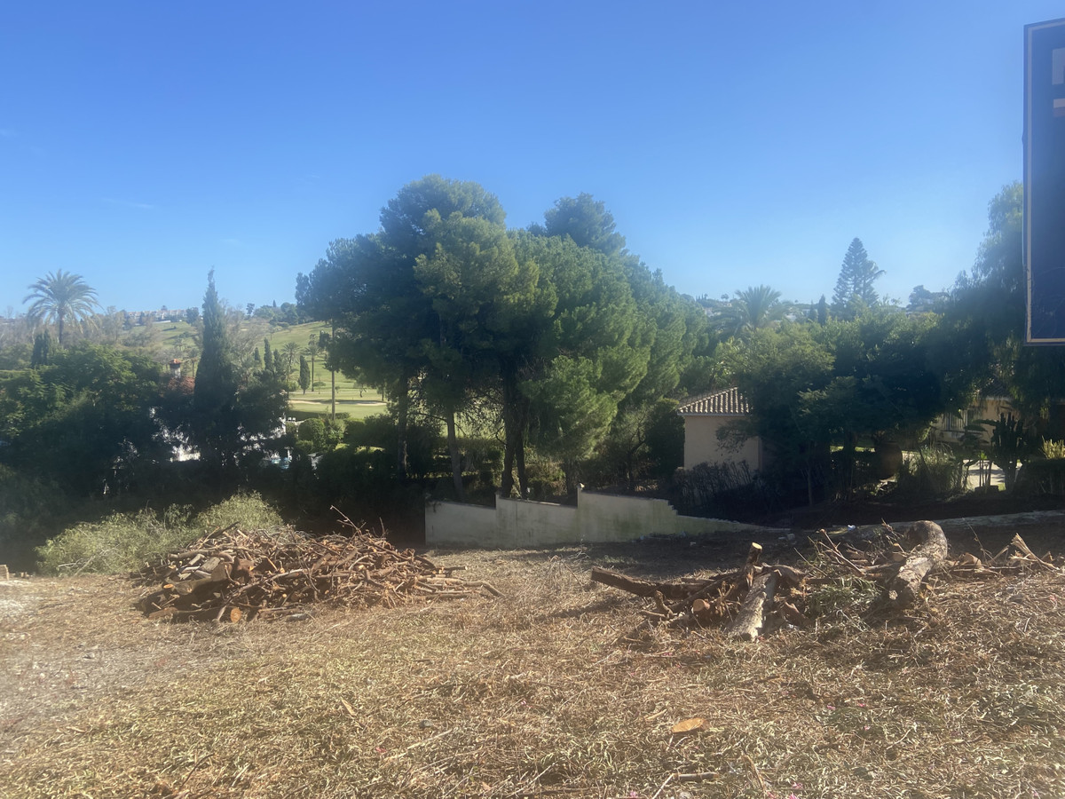 EL PARAISO ALTO: Nice plot of land in this residential community known for its many beautiful villas, Spain