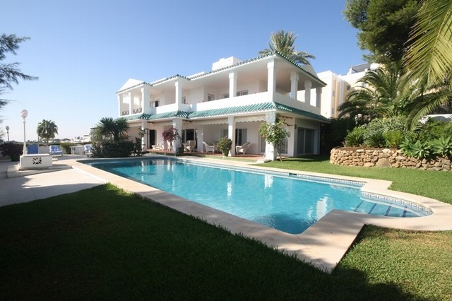 This is a semidetached villa in a gated urbanisation frontline golf to La Quinta. The property is ve,Spain