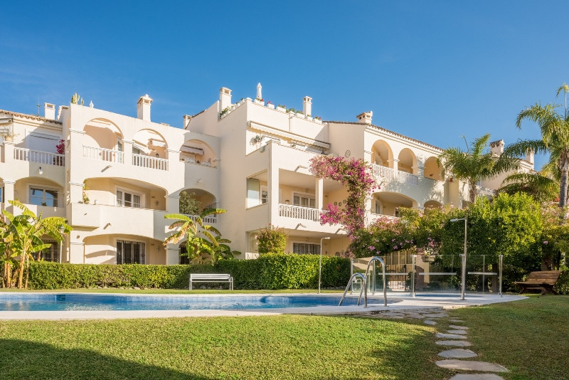 El Paraiso- Very attractive two bedroom apartment , at the third floor with the best location in the Spain