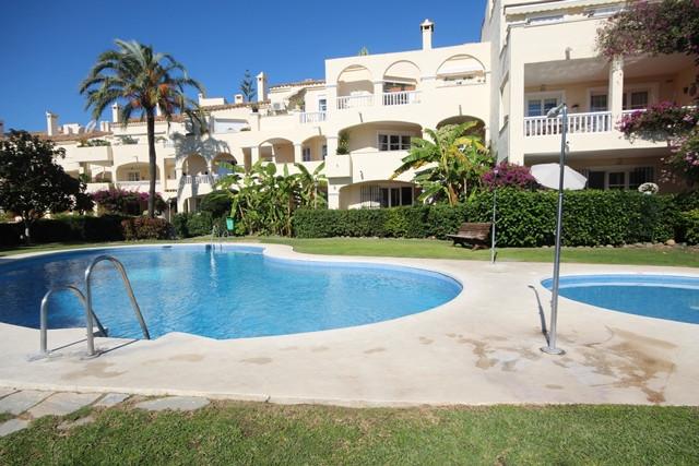 A very attractive corner apartment in the popular urbanization of La Fuente del Paraiso.  Located ju,Spain
