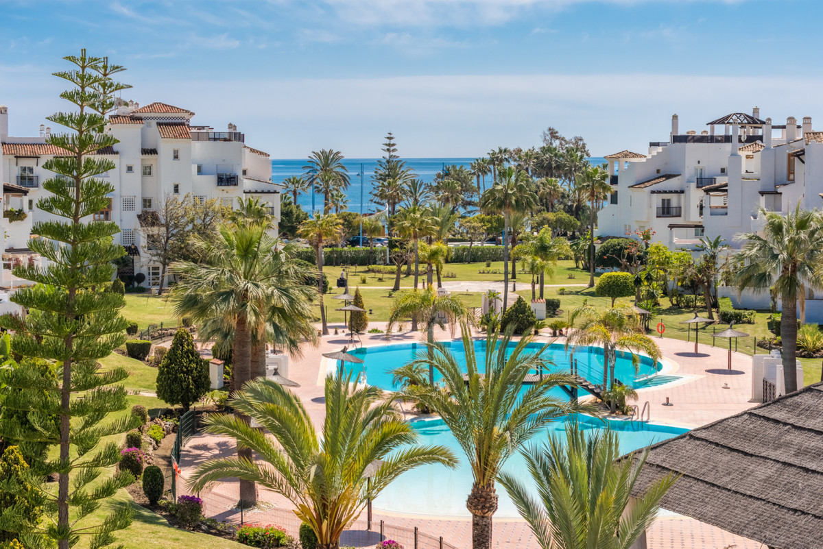 Absolutely one of a kind! This amazing beach side penthouse has recently been refurbished to very hi,Spain